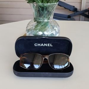 authentic chanel sunglases meduim size